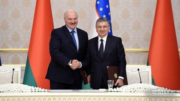 Президент Узбекистана Шавкат Мирзиёев и президент Беларуси Александр Лукашенко  - Sputnik Таджикистан