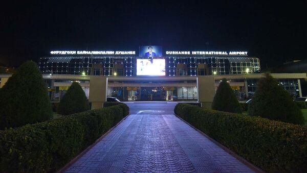 Аэропорт в Душанбе ночью, архивное фото - Sputnik Тоҷикистон