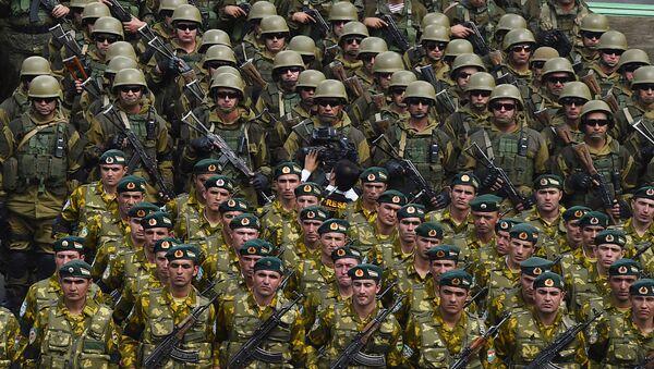 Военный парад в Хороге по случаю приезда президента Таджикистана - Sputnik Таджикистан