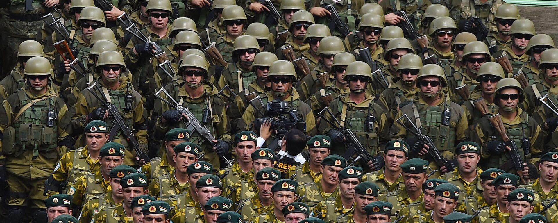 Военный парад в Хороге по случаю приезда президента Таджикистана - Sputnik Таджикистан, 1920, 26.06.2021