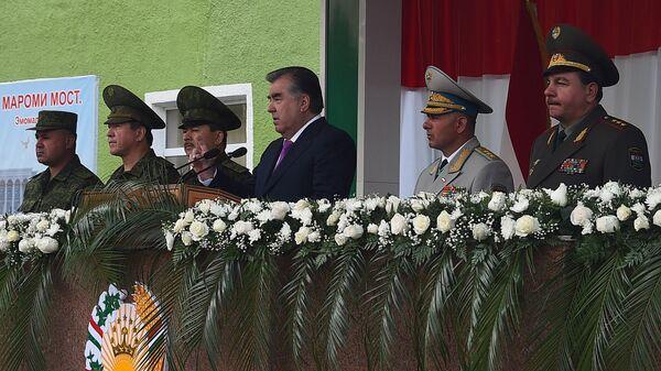 Военный парад в Хороге по случаю приезда президента Таджикистана - Sputnik Тоҷикистон
