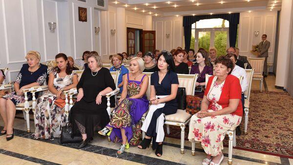 Встреча российских учителей с послом РФ в Таджикистане Игорем Лякиным-Фроловым - Sputnik Таджикистан