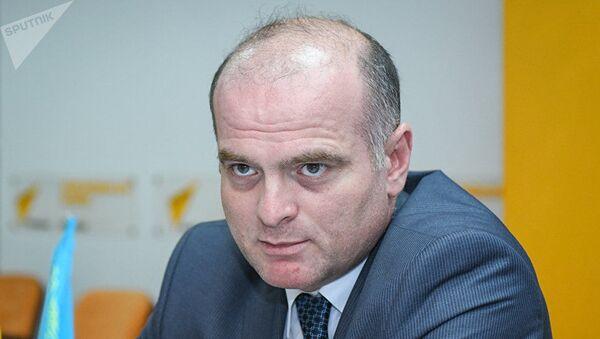 Доктор экономических наук, профессор Азербайджанского государственного экономического университета (UNEC) Эльшад Мамедов - Sputnik Таджикистан