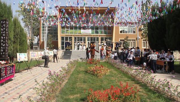 Детско-юношеский центр приглашает всех столичных школьников записаться на бесплатные развивающие кружки - Sputnik Таджикистан