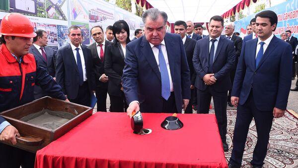 Эмомали Рахмон запустил строительство девяти новых предприятий в промышленной зоне в Душанбе - Sputnik Таджикистан