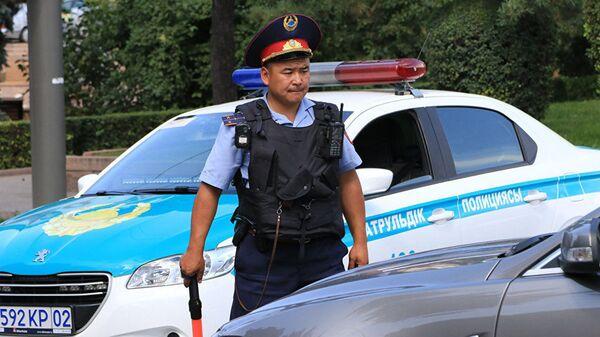 Работа полиции Казахстана, архивное фото - Sputnik Тоҷикистон