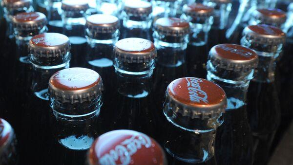 Продукция завода Coca-Cola, архивное фото - Sputnik Тоҷикистон
