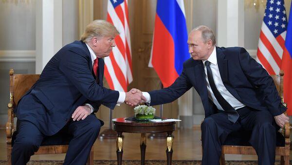 Встреча президента РФ Владимира Путина и президента США Дональда Трампа, архивное фото - Sputnik Таджикистан
