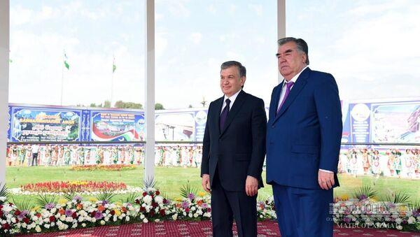 Жители Турсунзаде торжественно встретили Президента Узбекистана - Sputnik Тоҷикистон