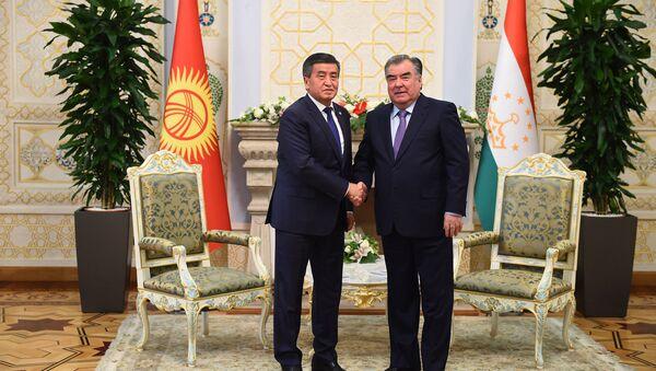 Встреча Рахмона с президентом Киргизии Сооронбой Жээнбеков  - Sputnik Тоҷикистон