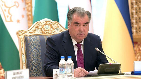 Президент Таджикистана Эмомали Рахмон на заседании глав стран СНГ в Душанбе - Sputnik Тоҷикистон