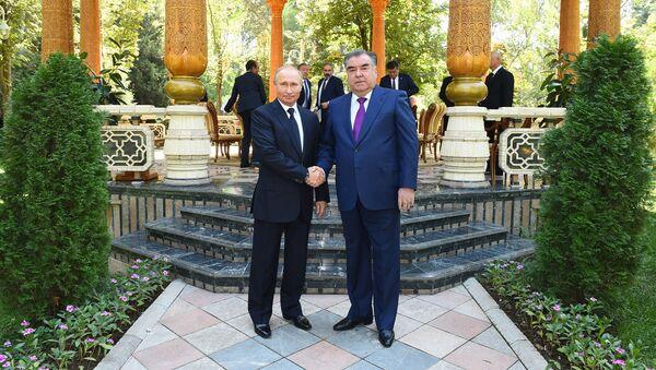 Президент РФ Владимир Путин и президент Таджикистана Эмомали Рахмон - Sputnik Таджикистан