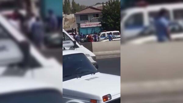 Рейд против бород и хиджабов в Душанбе -  видео - Sputnik Таджикистан