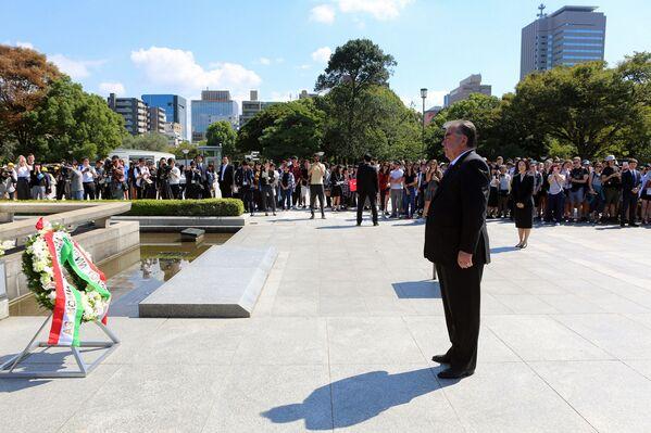 Президент Таджикистана Эмомали Рахмон посетил мемориал жертв бомбардировки Хиросимы - Sputnik Таджикистан