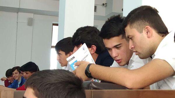 Студенты на выставке-презентации Образование в России старт успешного будущего - Sputnik Тоҷикистон