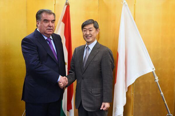 Встреча Эмомали Рахмона с руководителем Агентства по международному развитию Японии (JICA) Шиничи Китаокой - Sputnik Таджикистан