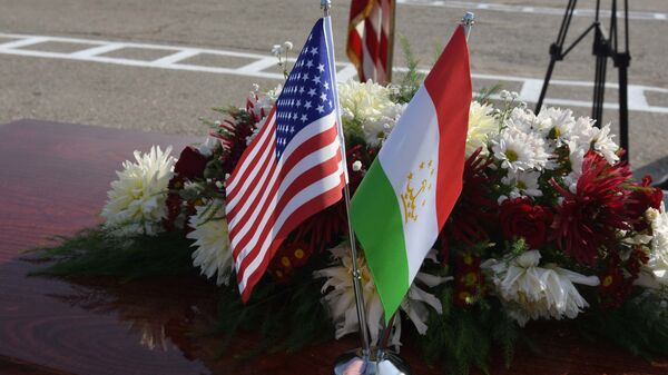 Флаги США и Таджикистана - Sputnik Таджикистан