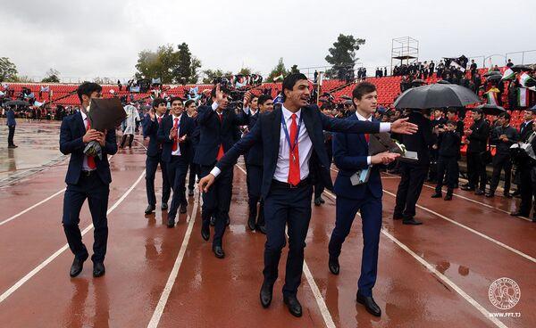 Юношеская сборная Таджикистана вернулась на Родину - Sputnik Таджикистан