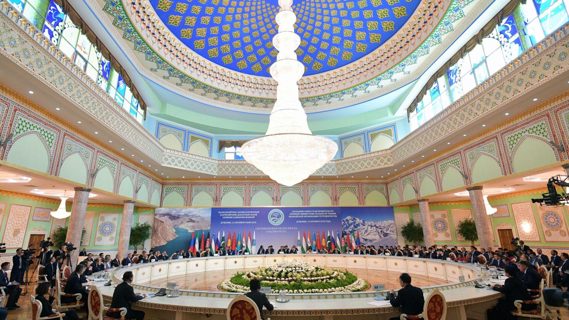 Премьер-министр РФ Д. Медведев принимает участие в заседании Совета глав правительств ШОС - Sputnik Таджикистан, 1920, 16.06.2021