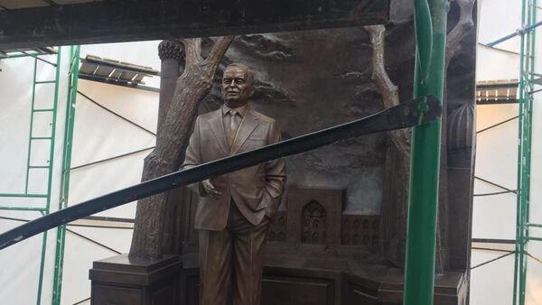 В Москве установили памятник Исламу Каримову  - Sputnik Таджикистан