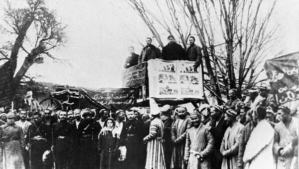 Митинг в таждикском кишлаке по случаю организации колхоза. Таджикская ССР, архивное фото - Sputnik Таджикистан