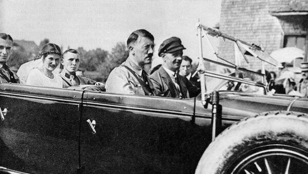 Глава Национал-социалистской партии Германии Адольф Гитлер - Sputnik Таджикистан