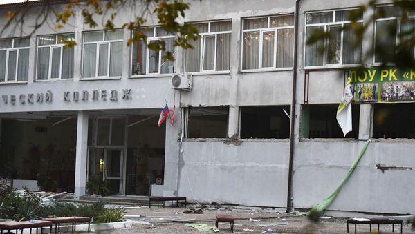 Здание Политехнического колледжа в Керчи, в котором произошли взрыв и стрельба - Sputnik Таджикистан