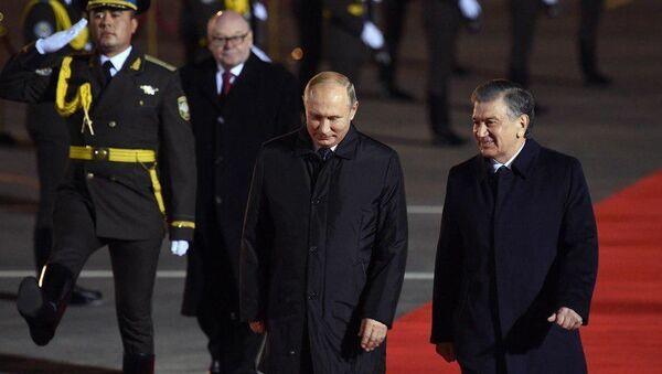 Президент России Владимир Путин в Узбекистане - Sputnik Тоҷикистон