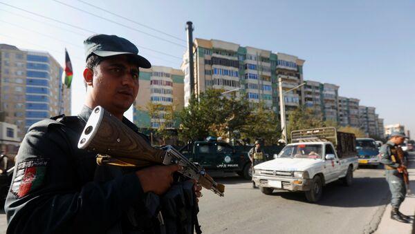 Афганский полицейский В Кабуле за день до парламентских выборов - Sputnik Тоҷикистон