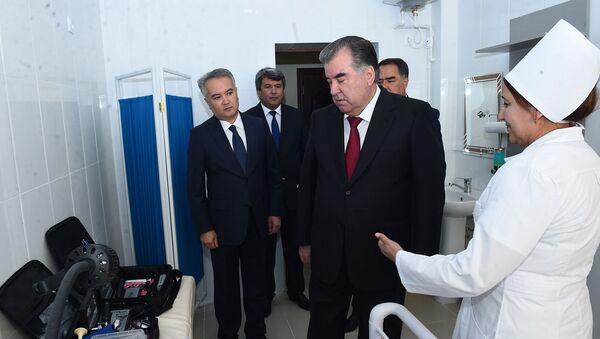 Эмомали Рахмон принял участие в открытии Центра здоровья в Согдийской области - Sputnik Таджикистан