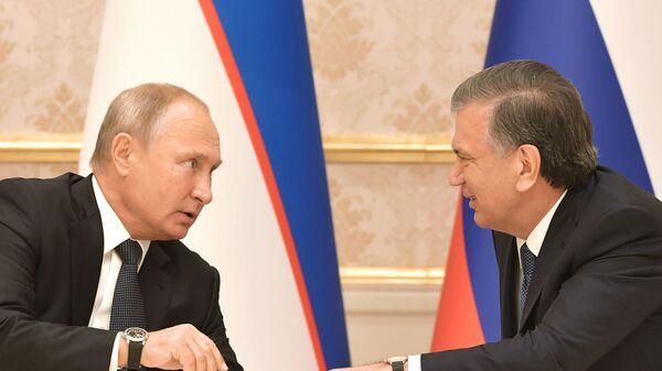 Президент РФ Владимир Путин и президент Узбекистана Шавкат Мирзиеев - Sputnik Таджикистан