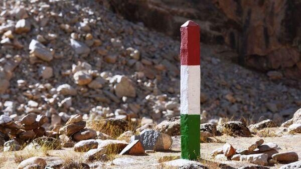 Пограничный столб. Таджикско-афганская граница. - Sputnik Таджикистан