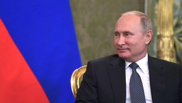 Президент РФ Владимир Путин, архивное фото - Sputnik Тоҷикистон