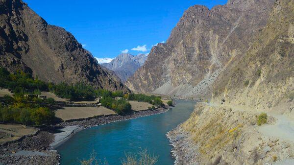 Река вдоль границы с Афганистаном, архивное фото - Sputnik Тоҷикистон