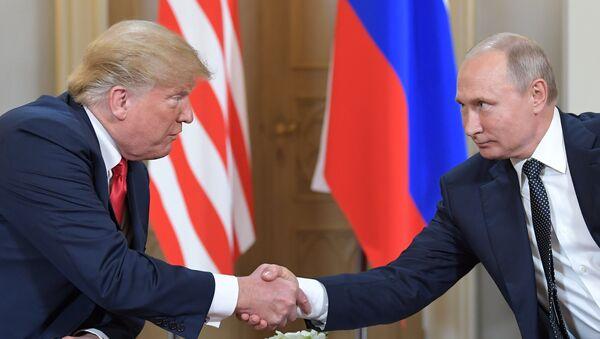 Встреча президента России Владимира Путина и президента США Дональда Трампа - Sputnik Таджикистан