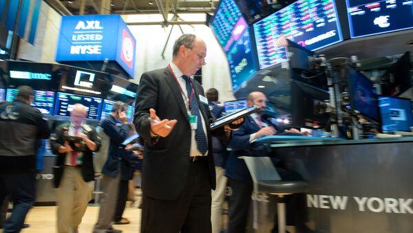 Трейдер на Нью-Йоркской фондовой бирже, архивное фото - Sputnik Таджикистан