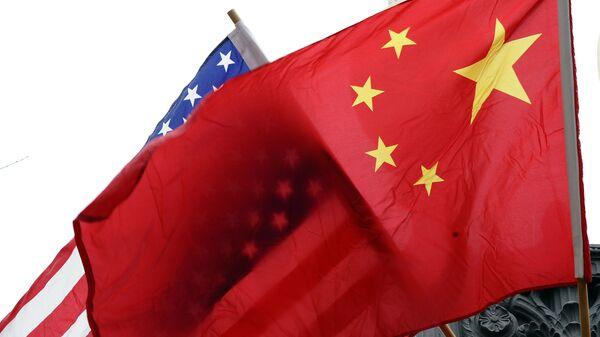 Флаги США и Китая, архивное фото - Sputnik Таджикистан