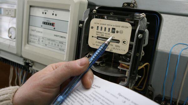 Снятие показаний с приборов учета электроэнергии, архивное фото - Sputnik Таджикистан