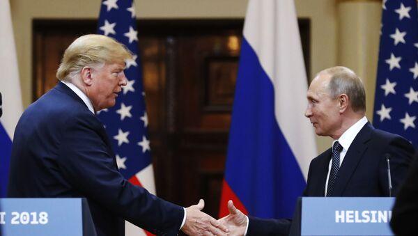 Президент США Дональд Трамп и президент РФ Владимир Путин, архивное фото - Sputnik Таджикистан