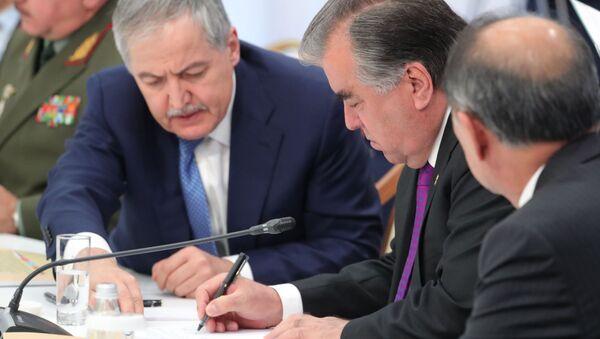 Президент Таджикистана Эмомали Рахмон во время заседания Совета коллективной безопасности ОДКБ в Астане - Sputnik Тоҷикистон