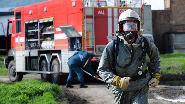 Работа сотрудников пожарной службы, архивное фото - Sputnik Таджикистан