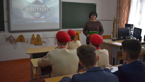 Российские военнослужащие впервые в Таджикистане приняли участие в географическом диктанте  - Sputnik Таджикистан