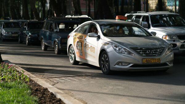 Такси в городе Душанбе, архивное фото - Sputnik Тоҷикистон