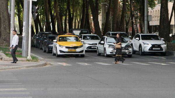 Дорога в городе Душанбе, архивное фото - Sputnik Тоҷикистон