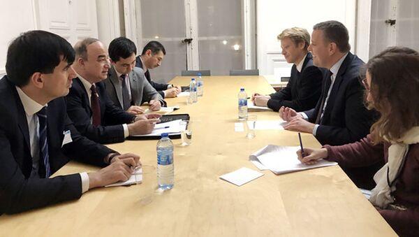 Встреча главы парламента Таджикистана с главой межпарламентской группы дружбы Франции и ЦА  Французского парламента  - Sputnik Тоҷикистон
