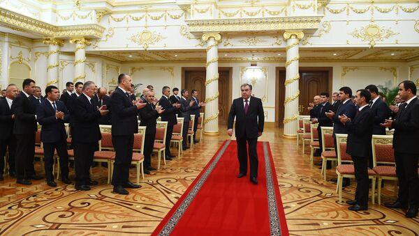 Эмомали Рахмон вручил награды строителям Рогунской ГЭС - Sputnik Тоҷикистон
