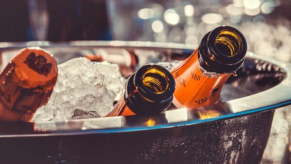 Бутылки шампанского, архивное фото - Sputnik Таджикистан