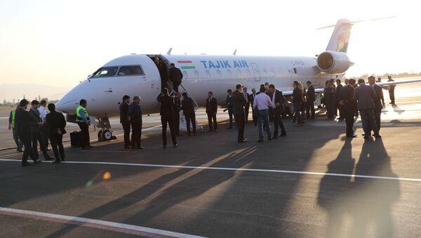 Авиакомпания Таджик Эйр запустила ежедневные рейсы из Душанбе в Худжанд - Sputnik Тоҷикистон