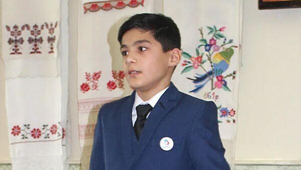 13-летний ученик Алешинской школы Сасовского района Бекзод Саидов из Таджикистана - Sputnik Тоҷикистон