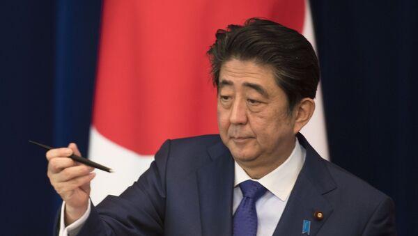 Премьер-министр Японии Синдзо Абэ  - Sputnik Таджикистан